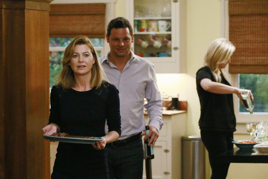 Als Penny zur Dinnerparty mit Callie auftaucht, versucht Meredith (Ellen Pompeo, l.), sich zusammenzureißen, doch Alex (Justin Chambers, M.) bemerkt... - Bildquelle: Mitchell Haaseth ABC Studios