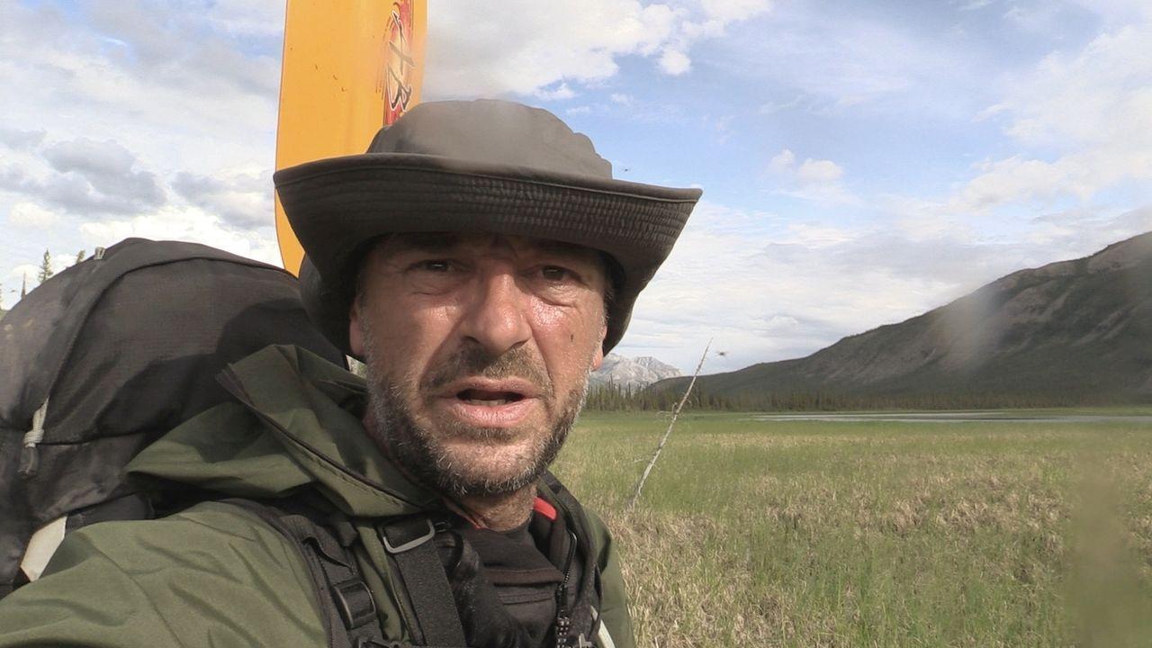 Alleine durch Alaska: Ohne Kamerateam durchkämmt Tom Waes die überwältigende Wildnis im Gates of the Arctic National Park. - Bildquelle: 2015 deMENSEN