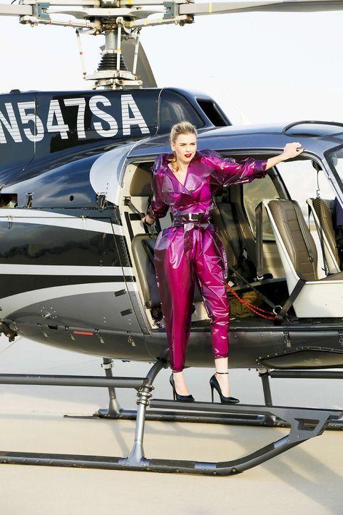 GNTM-Stf10-Epi06-Helikopter-Shooting-58-Irene-ProSieben-Richard-Huebner - Bildquelle: ProSieben/Richard Huebner