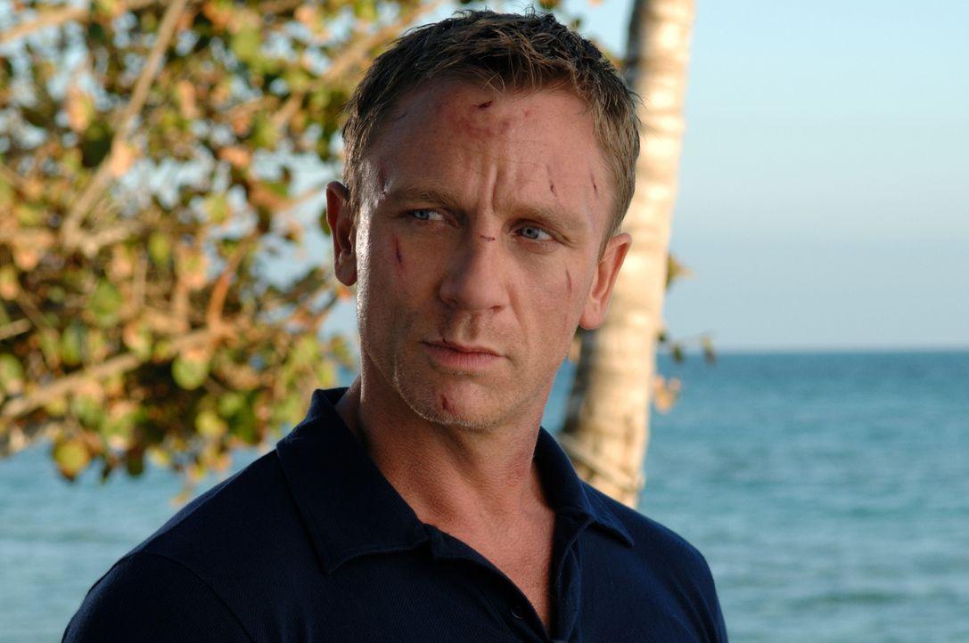 Nachdem James Bond (Daniel Craig) zum Doppelnull-Agenten befördert wurde und damit die Lizenz zum Töten besitzt, führt in seine erste Mission nach M... - Bildquelle: 2006 DANJAQ, LLC, UNITED ARTISTS CORPORATION AND COLUMBIA PICTURES INDUSTRIES, INC. ALL RIGHTS RESERVED.