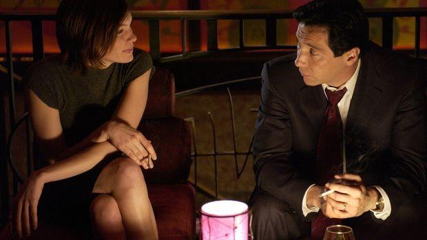 Wird die Prostituierte Sara Frazier (Abby Brammell, l.) das Angebot von Capt....