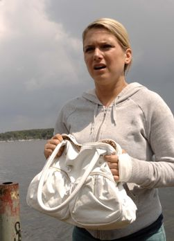 Anna (Jeanette Biedermann) rettet Katja in letzter Minute vor dem Ertrinken....