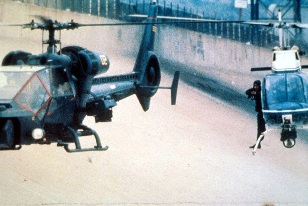 Pilot Frank Murphy, ein hochdekorierter Vietnamveteran, muss das 'Fliegende Auge' einfliegen, eine Wundermaschine, die nach offizieller Version bei... - Bildquelle: Columbia Pictures