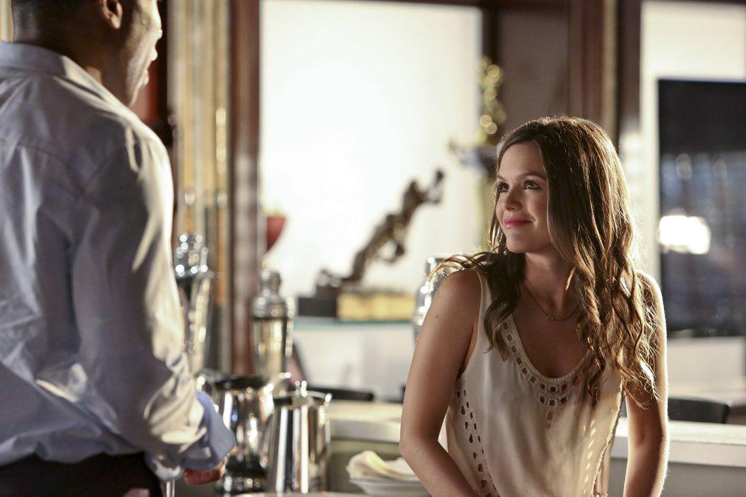 Zoe hosenlos! - Bildquelle: Warner Bros. Television