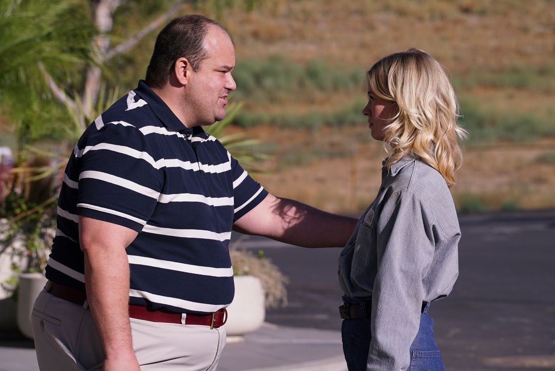 Todd (Mel Rodriguez, l.) will nicht aufgeben nach Melissa (January Jones, r.) zu suchen, während sich die anderen sicher sind, dass sie schon wieder... - Bildquelle: 2016 Fox and its related entities. All rights reserved.