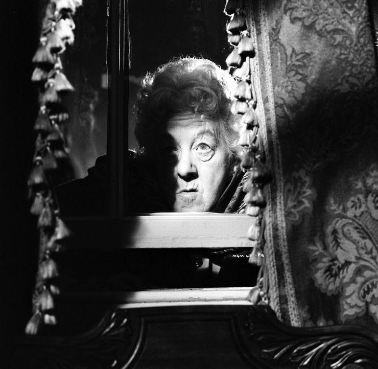 Ein neuer Fall für Miss Marple (Margaret Rutherford): Der schwerreiche Mr. Enderby bricht ausgerechnet vor ihr leblos zusammen. War es Mord? - Bildquelle: Warner Bros.
