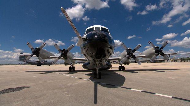 Die P-3 Orion ist ein viermotoriges propellerangetriebenes Flugzeug, das welt...