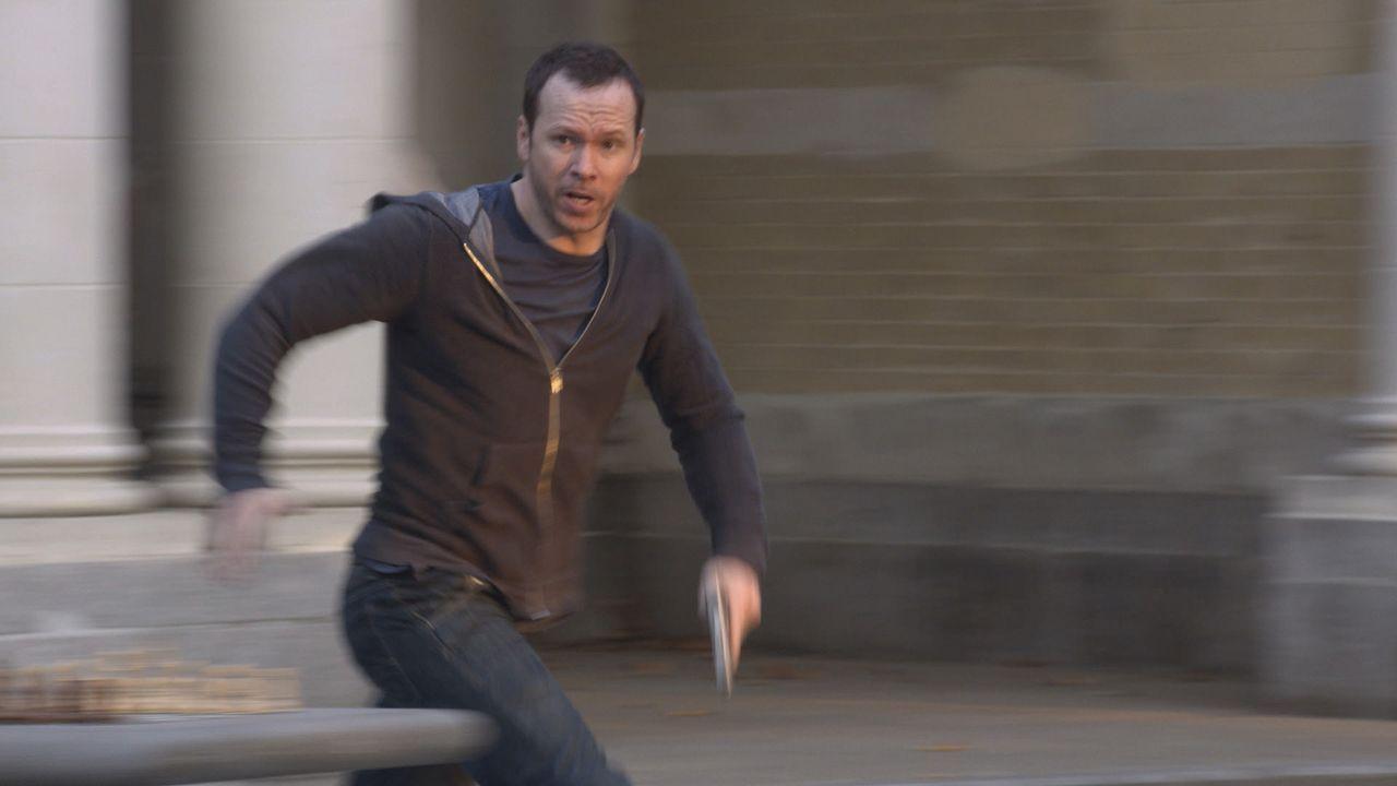 Danny (Donnie Wahlberg) setzt alles daran, ein entführtes Mädchen wieder zu ihren Eltern zu bringen ... - Bildquelle: 2013 CBS Broadcasting Inc. All Rights Reserved.