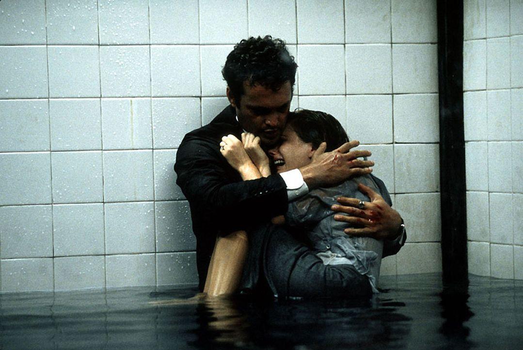 Mit Hilfe der Reise in die mörderische Traumwelt des Killers gelingt es n letzter Minute dem FBI-Agenten Peter (Vince Vaughn, l.), die im Wasserbad... - Bildquelle: Kinowelt Filmverleih