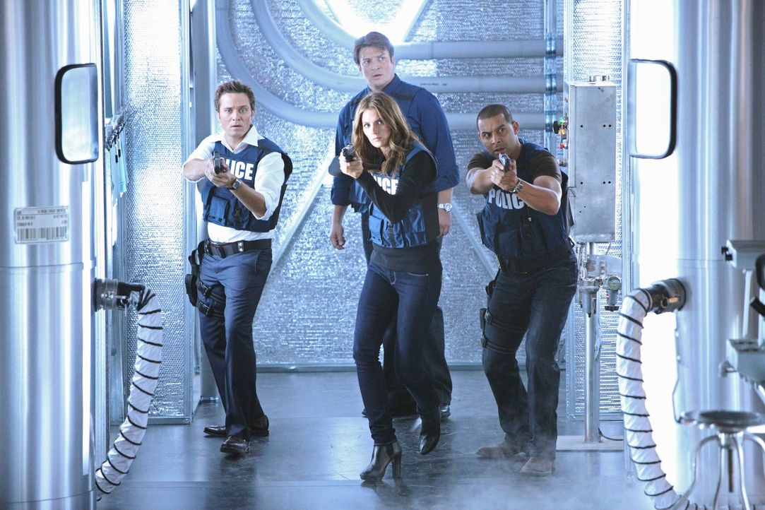 Sind sie dem Täter auf der Spur? Kevin Ryan (Seamus Dever, l.), Richard Castle (Nathan Fillion, hinten M.), Kate Beckett (Stana Katic, vorne M.) und... - Bildquelle: 2011 American Broadcasting Companies, Inc. All rights reserved.