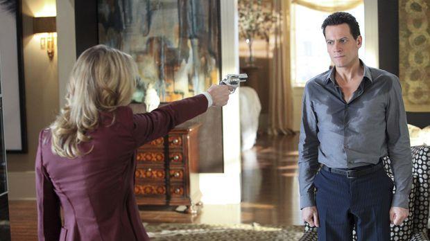 Wird Catherine (Andrea Roth , l.) ihre Drohung wahr machen und Andrew (Ioan G...