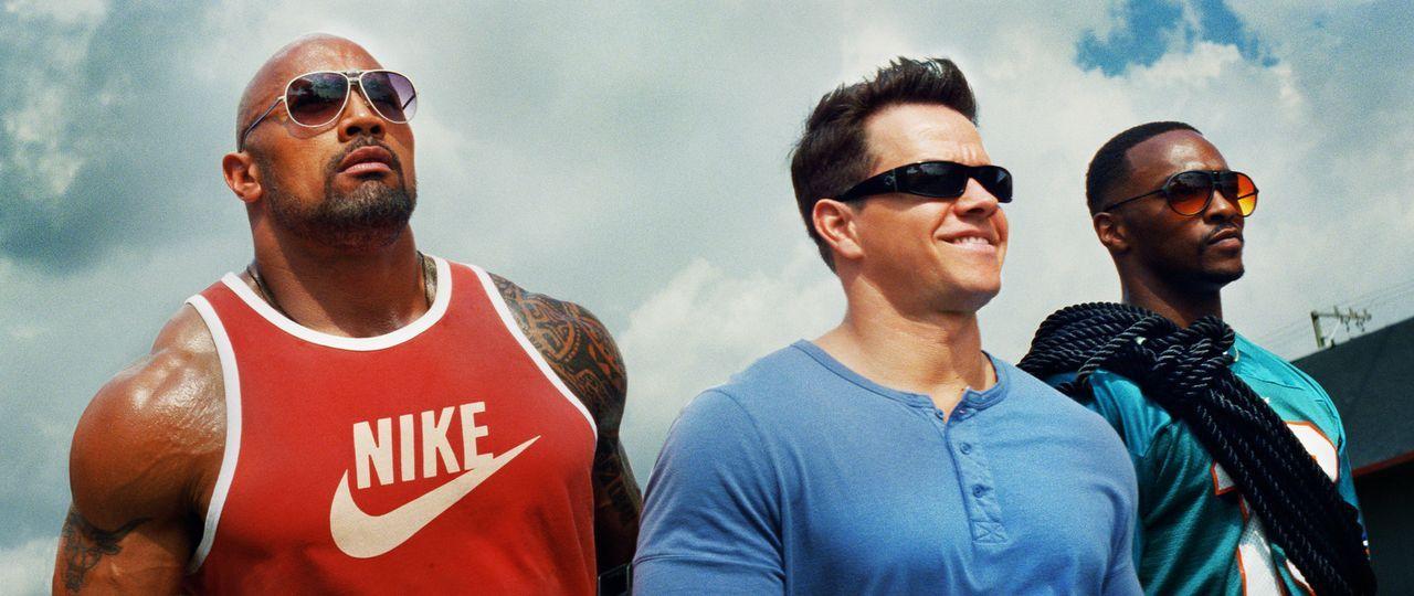 Die drei Bodybuilder (v.l.n.r.) Paul Doyle (Dwayne Johnson), Daniel Lugo (Mark Wahlberg) und Adrian Doorbal (Anthony Mackie) beschließen, ihrem tris... - Bildquelle: (2014) PARAMOUNT PICTURES. ALL RIGHTS RESERVED.