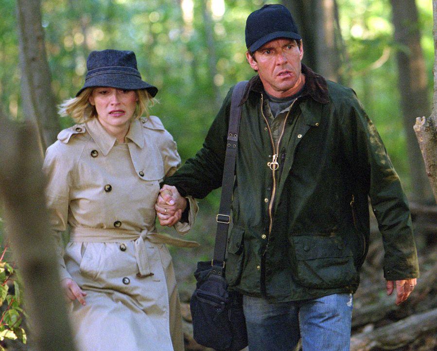 Ahnen noch nicht, dass ihnen ein Psychopath ans Leder will: Cooper Tilson (Dennis Quaid, r.) und seine Frau Leah (Sharon Stone, l.) - Bildquelle: Buena Vista Pictures Distribution. All Rights Reserved.