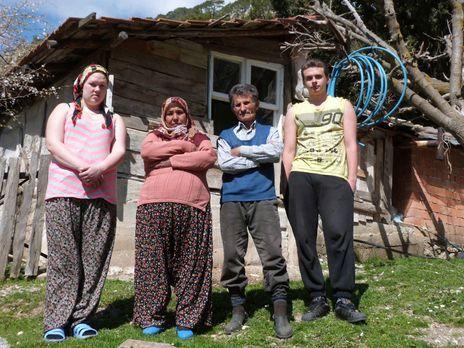 Die strengsten Eltern der Welt - Corinna (l.) bringt ihre Mutter zur Verzweif...