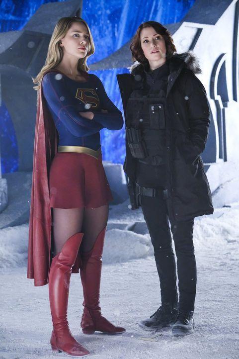 Um National City zu retten, gehen Supergirl (Melissa Benoist, l.) und Alex (Chyler Leigh, r.) gemeinsam gegen Rhea vor ... - Bildquelle: 2016 Warner Brothers