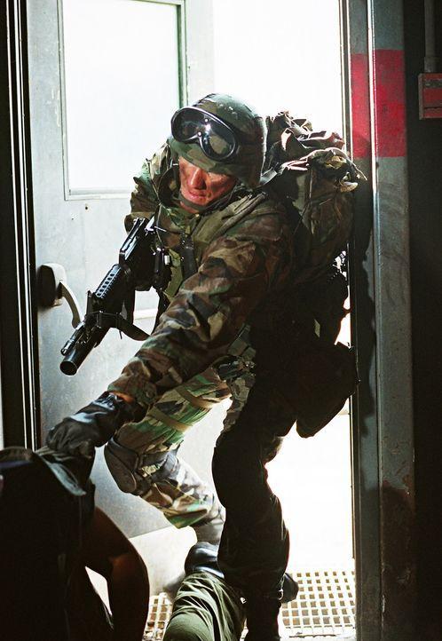 Todbringender Einsatz: Special Force Marinesoldat Sam Decker (Dolph Lundgren) ... - Bildquelle: Nu Image