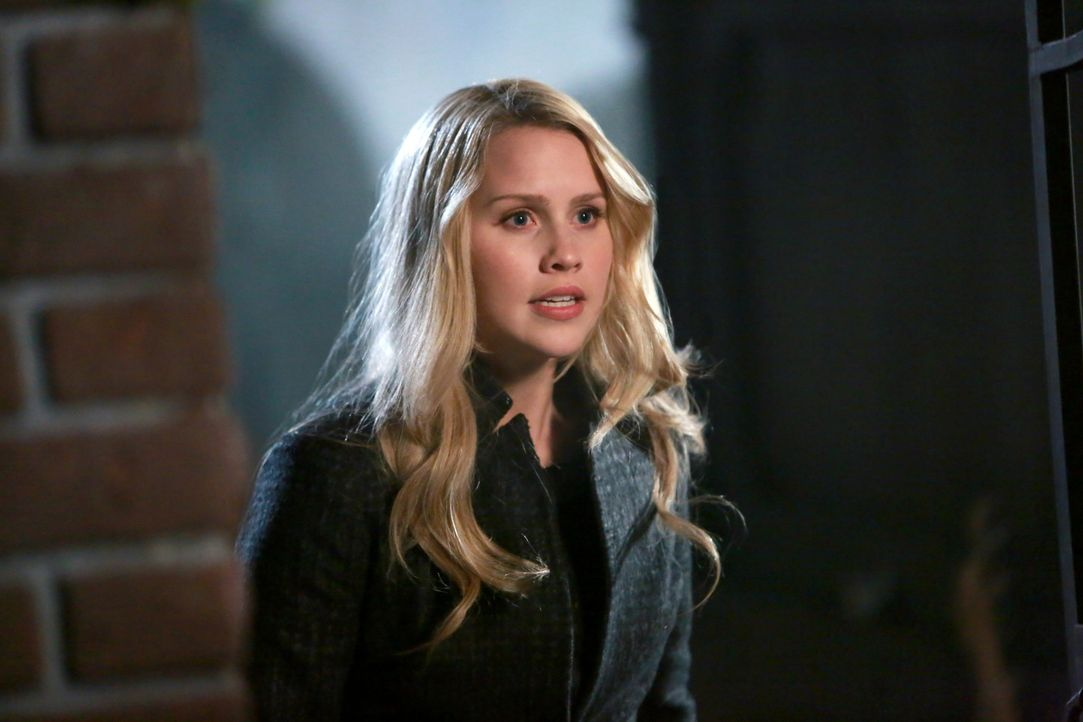 Rebekah hat Angst vor Klaus - Bildquelle: Warner Bros. Entertainment Inc.