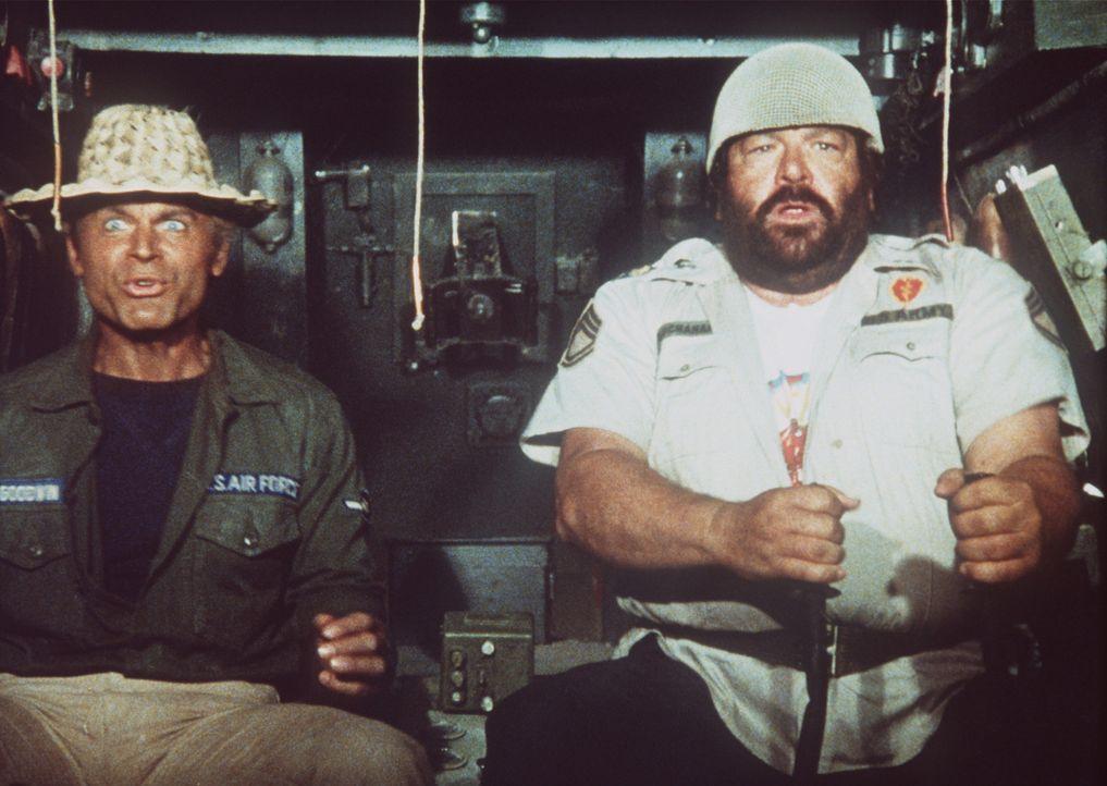 Auf der Flucht: Captain Charlie (Bud Spencer, r.) und Alan (Terence Hill, l.) ...