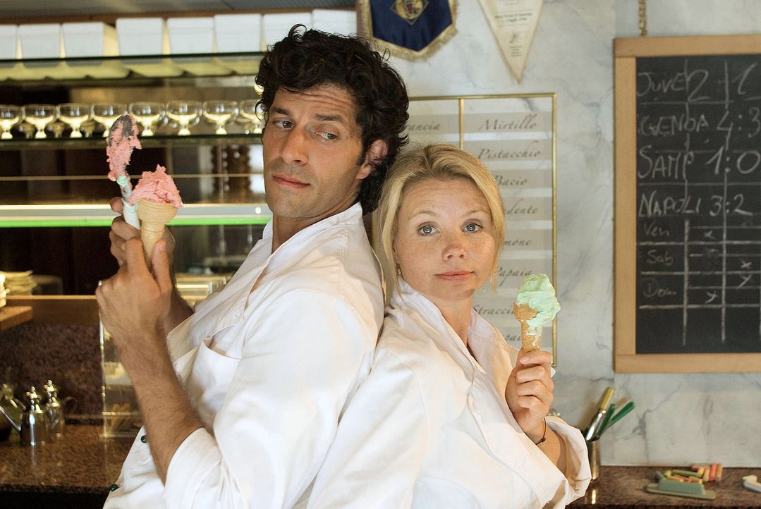 Als die Hamburger Top-Unternehmensberaterin Lissy (Annette Frier, r.) erfährt, dass sie die Hälfte einer italienischen Eisdiele geerbt hat, macht si... - Bildquelle: Sat.1