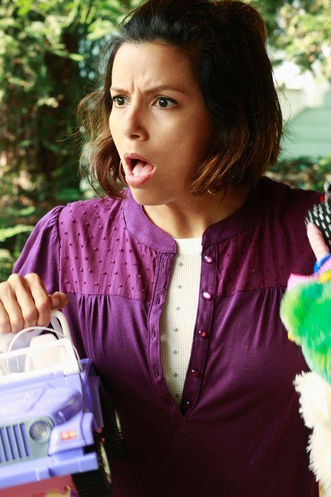 Gabrielle (Eva Longoria) und Carlos wollen ihren teuren Sportwagen loswerden und müssen dabei einiges vom Preis drücken, um das Auto verkaufen zu kö... - Bildquelle: ABC Studios