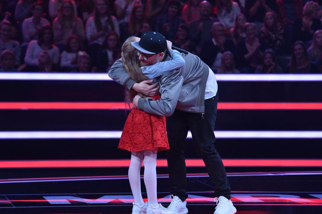 Mark und Idalia umarmen sich - Bildquelle: André Kowalski