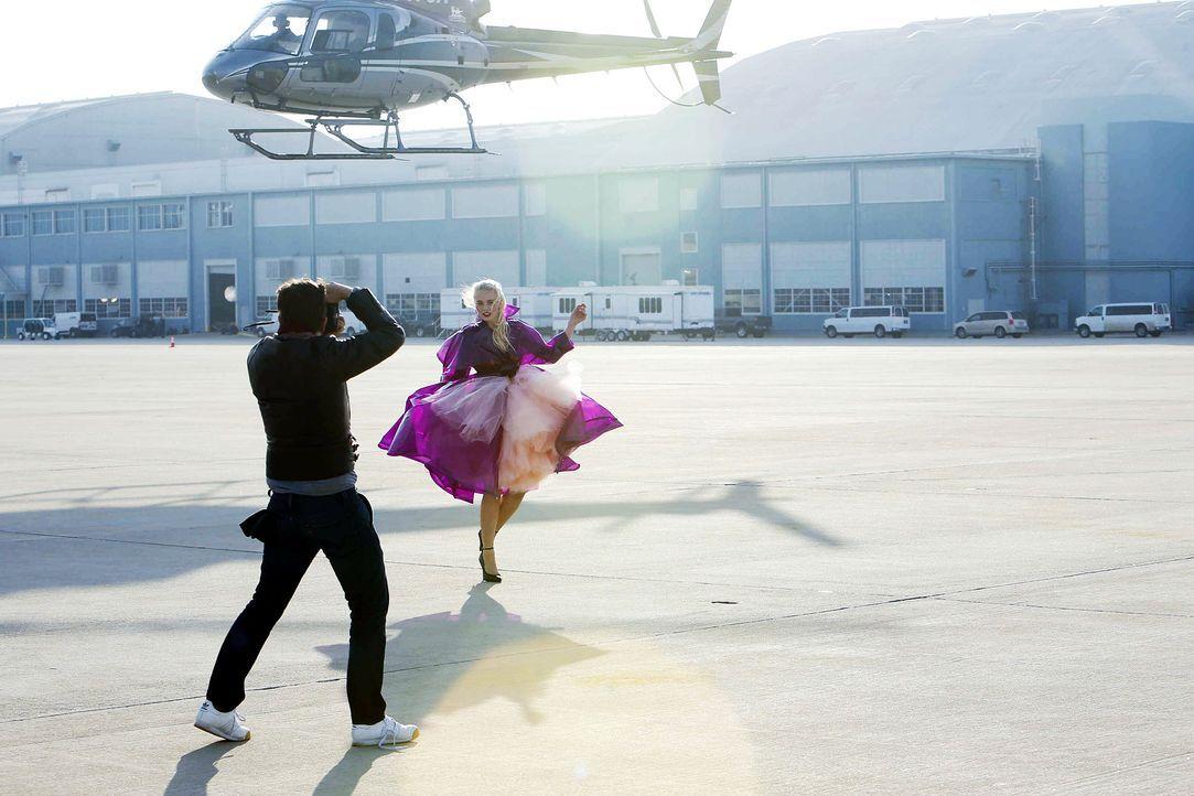 GNTM-Stf10-Epi06-Helikopter-Shooting-98-Sandy-ProSieben-Richard-Huebner - Bildquelle: ProSieben/Richard Huebner