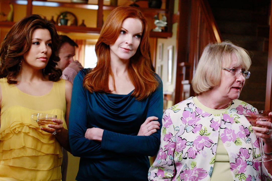 Sind überrascht, als Susan zu Katherines Einweihungsparty auftaucht: Bree (Marcia Cross, M.), Gabrielle (Eva Longoria, l.) und Karen McCluskey (Kath... - Bildquelle: ABC Studios