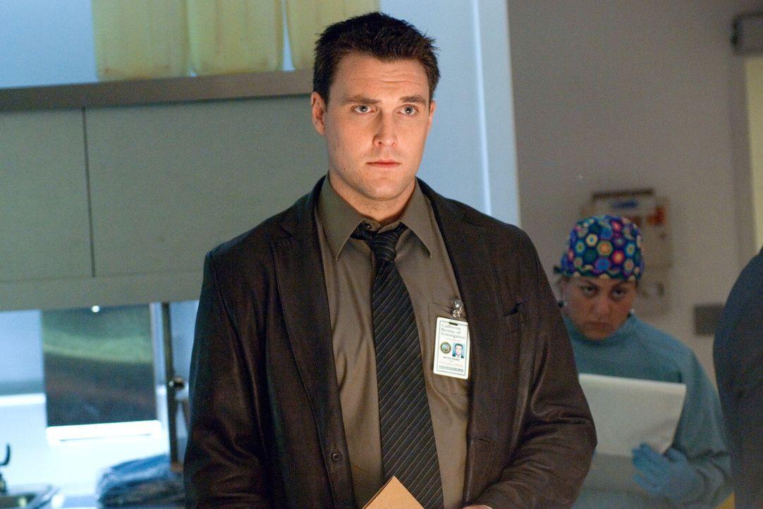 Ein komplizierter Mordfall beschäftigt Wayne Rigsby (Owain Yeoman) und seine Kollegen ... - Bildquelle: Warner Bros. Television