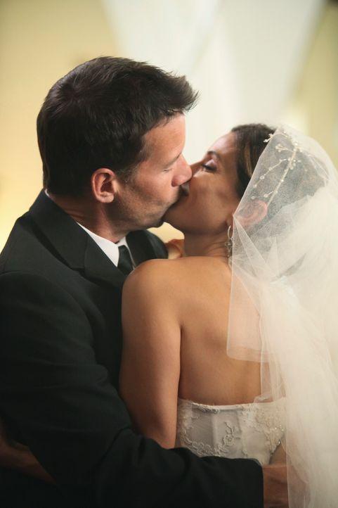 Haben wieder zueinander gefunden: Susan (Teri Hatcher, r.) und Mike (James Denton, l.) ... - Bildquelle: ABC Studios