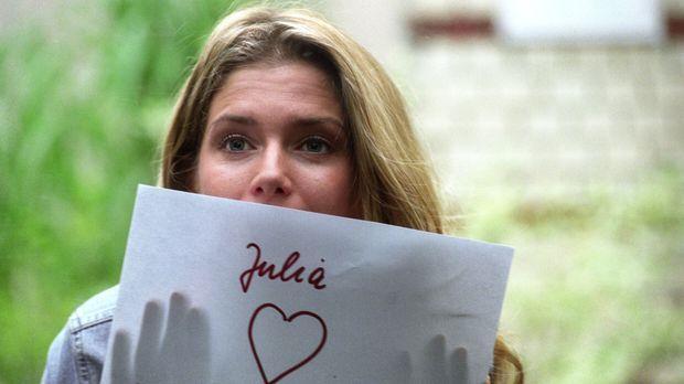 Auf dem Weg zur Arbeit begegnet die quirlige Tanzlehrerin Julia (Jeanette Bie...