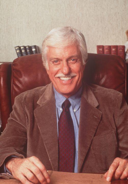 Der sympathische Arzt Dr. Sloan (Dick Van Dyke). - Bildquelle: Viacom