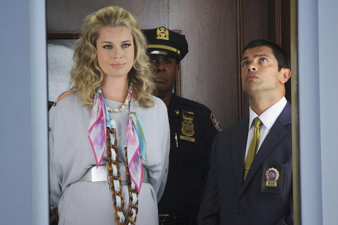 Der Polizeidetektiv (Mark Consuelos, r.) glaubt, den Täter gestellt zu haben: Alexis (Rebecca Romijn, l.)! - Bildquelle: 2008   ABC Studios