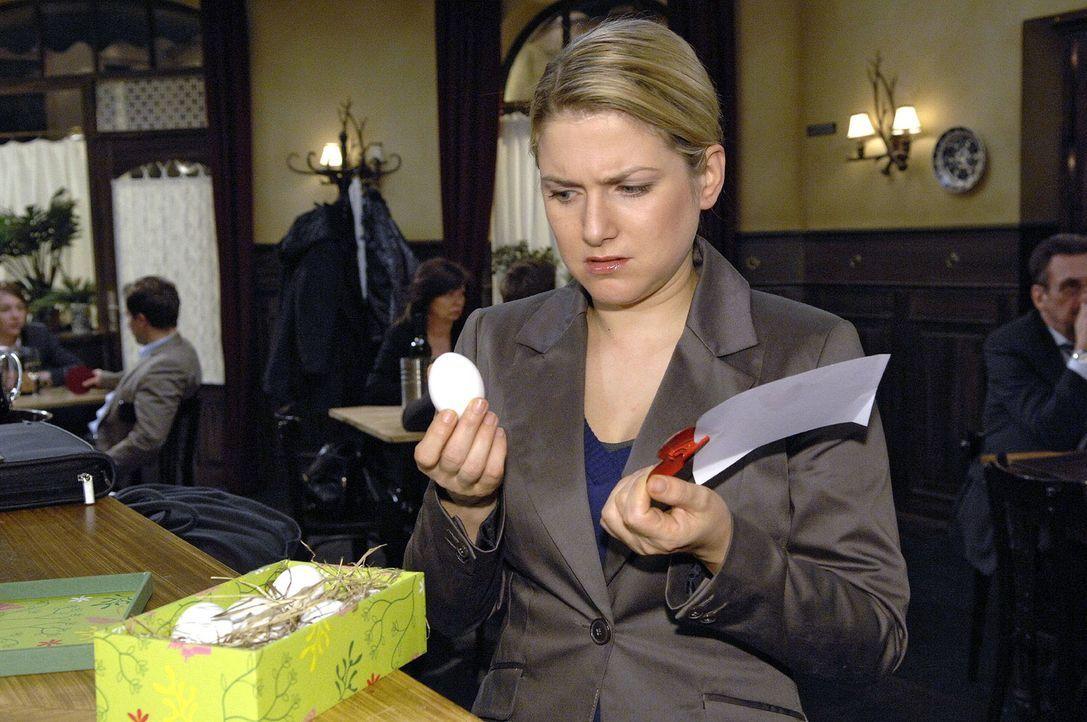 Anna (Jeanette Biedermann) muss feststellen, dass es den den jungen Männern nicht an Phantasie mangelt ... - Bildquelle: Claudius Pflug Sat.1