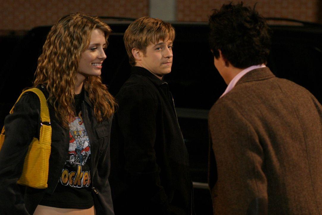 Ryan (Benjamin McKenzie, M.) versucht, Verständnis für Oliver (Taylor Handley, r.) aufzubringen, aber Olivers Freundschaft zu Marissa (Mischa Bart... - Bildquelle: Warner Bros. Television