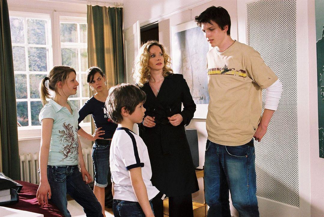 Die Windscheid-Kinder Janina (Karla Spirandelli, l.), Kirsten (Camilla Renschke, 2.v.l.), Benny (Paul Zerbst, M.) und Micha (Ivan Spirandelli, r.) b... - Bildquelle: Susan Skelton Sat.1