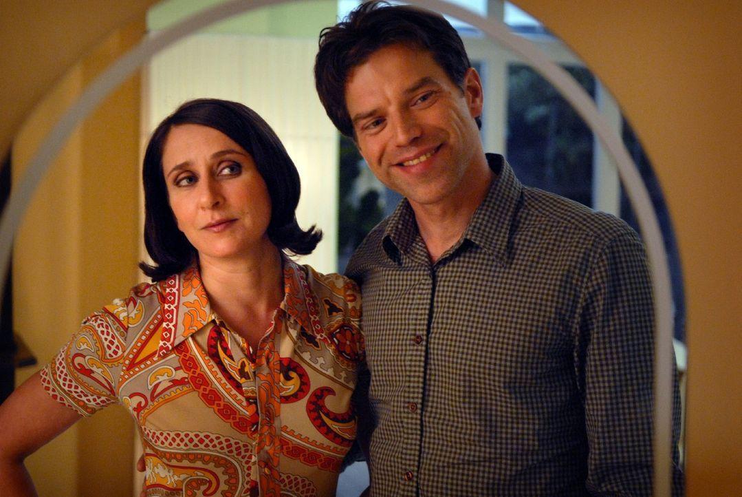 Noch glaubt Markus (Johannes Brandrup, r.) an sein Eheglück mit Claudia (Barbara Philipp, l.) ... - Bildquelle: Sat.1