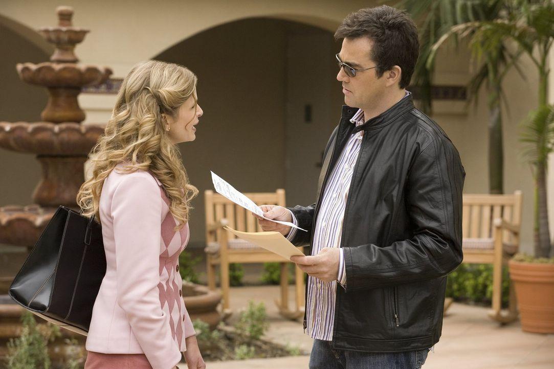 Brenda (Kyra Sedgwick, l.) und Fritz (Jon Tenney, r.) begeben sich auf die Suche nach einem neuen Haus, doch dann werden sie dabei von einem mysteri... - Bildquelle: Warner Brothers