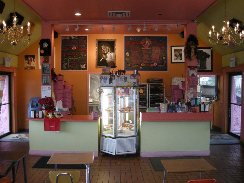 Zu Recht: Mit seinem außergewöhnlichen Ambiente und seinen verrückten Kreationen hat sich Voodoo Doughnuts einen Namen unter den Donut Shops in den... - Bildquelle: Ryder Greene The Travel Channel, L.L.C.