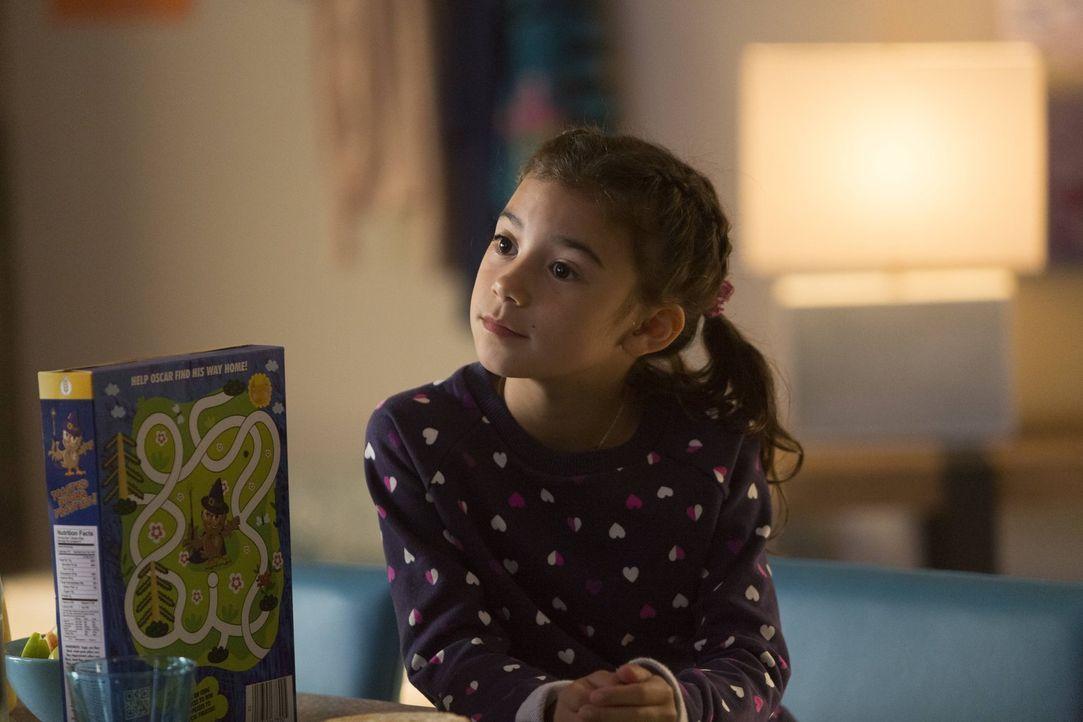 Trixie (Scarlett Estevez) erkennt, dass sich zwischen Lucifer und ihrer Mutter mehr als nur die berufliche Beziehung entwickelt, während Chloe sich... - Bildquelle: 2016 Warner Brothers