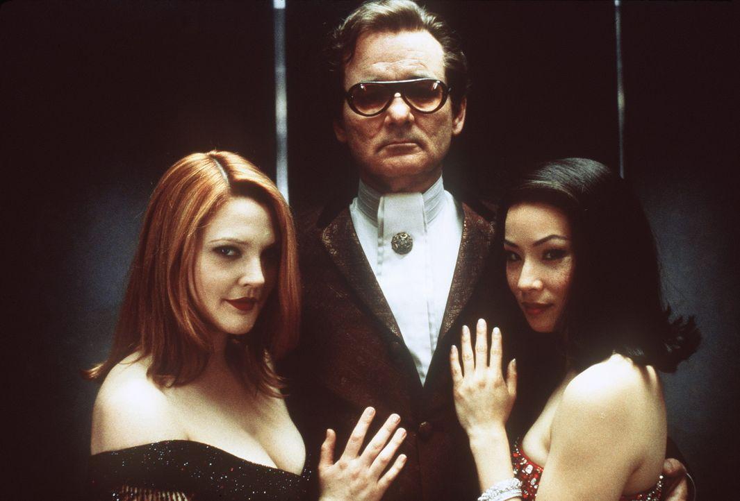 Als Vermittler zwischen Charlie und den Engeln (Drew Barrymore, l.,Lucy Liu, r.) kommt auch Bosley (Bill Murray, M.) zu seinen Streicheleinheiten ... - Bildquelle: Columbia Pictures
