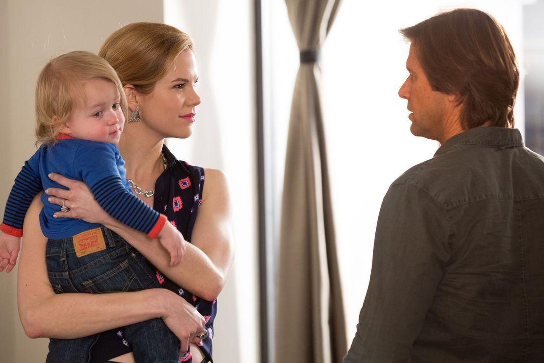 Peri (Mariana Klaveno, l.) schreckt vor nichts zurück, um Spence (Grant Show, r.) an sich zu binden ... - Bildquelle: 2014 ABC Studios