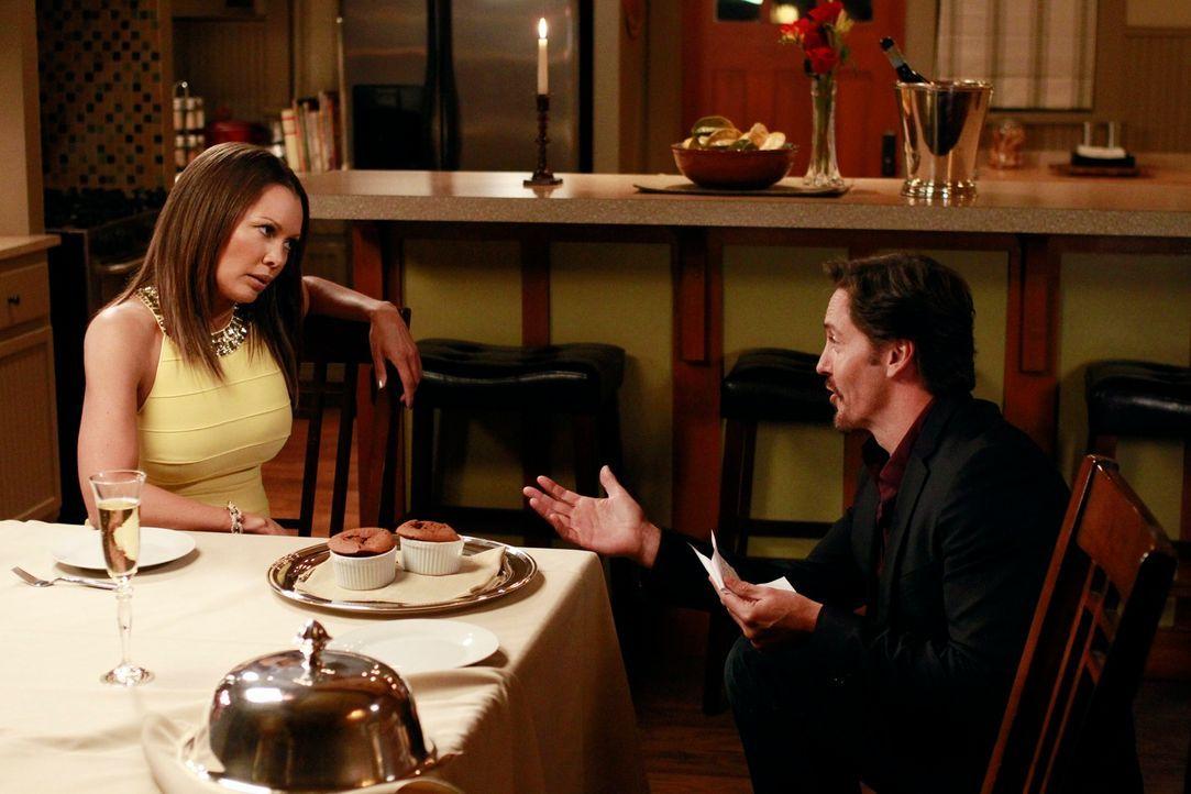 Während  Ben (Charles Mesure, r.)   plant, Renee (Vanessa Williams, l.) einen Heiratsantrag zu machen, sieht sich Gabrielle gezwungen auf Jobsuche z... - Bildquelle: ABC Studios