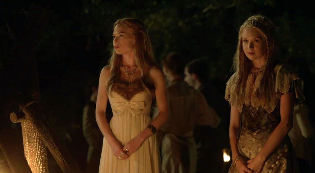 Aylee und Greer beim Gartenfest - Bildquelle: 2014 The CW Network. All Rights Reserved.