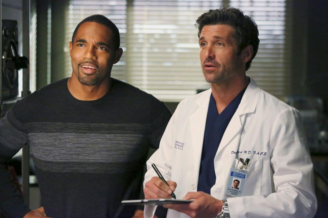 Noch bevor Ben (Jason Winston George, l.) Halloween mit seiner Familie feiern kann, hilft er Derek (Patrick Dempsey, r.) beim Basteln von Zolas Schm... - Bildquelle: ABC Studios
