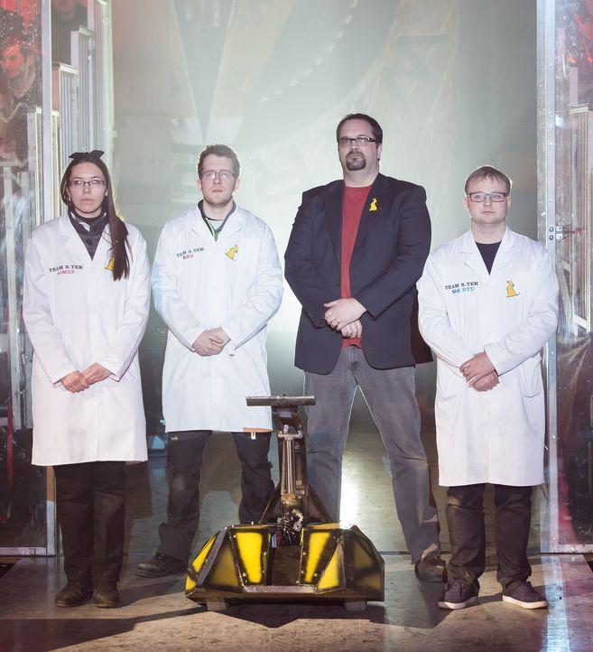 """Das Team Dantomkia verfolgt nur ein Ziel: den Sieg bei """"Robot Wars"""". Doch dafür muss ihr selbst gebauter Roboter erst einmal seine Rivalen in der Ka... - Bildquelle: Alan Peebles"""