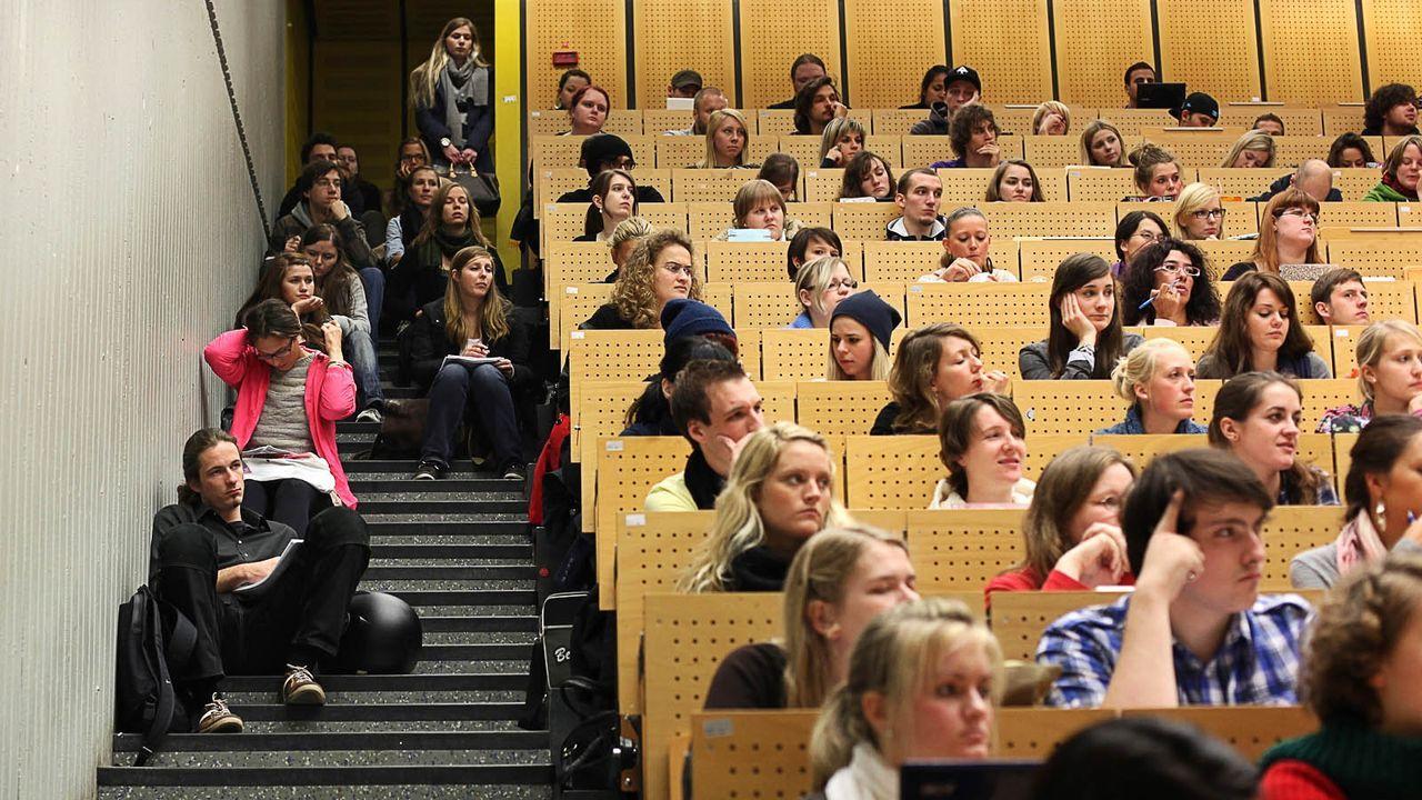 Hoersaal-Ruhr-Uni-11-10-17-dpa - Bildquelle: dpa