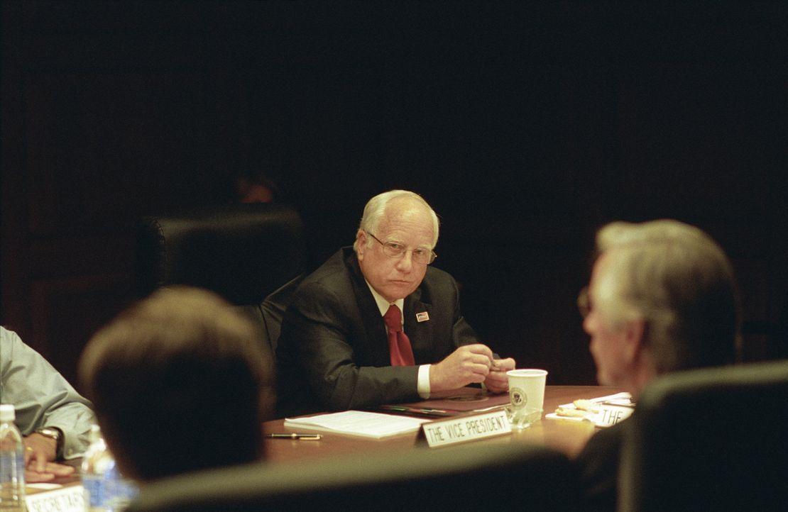 Dick Cheney (Richard Dreyfuss) wurde im Januar 2001 Vizepräsident unter George W. Bush ... - Bildquelle: Sidney Ray Baldwin 2008 Lionsgate Entertainment. All Rights reserved.