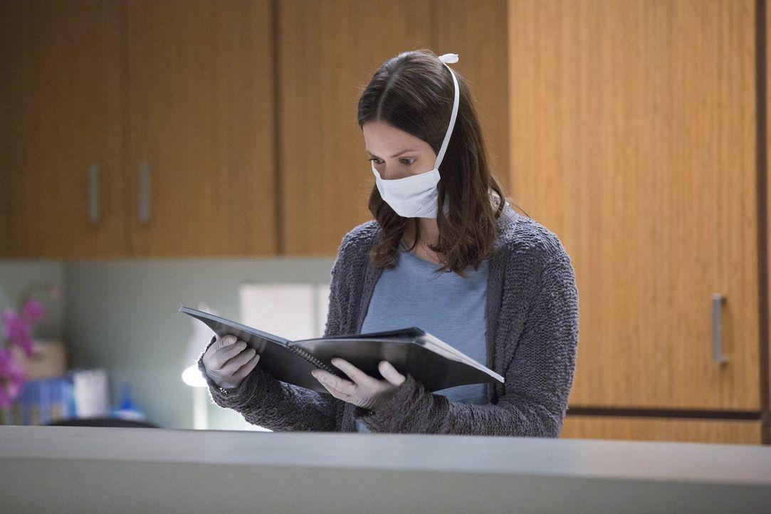 Katie (Kristen Gutoskie) will endlich Antworten finden und stellt Dr. Cannerts zur Rede, doch als er keine ihrer Fragen beantwortet, sucht sie sich... - Bildquelle: Warner Brothers