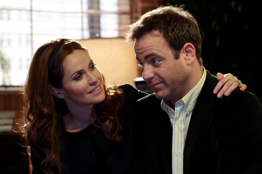 Während Violet (Amy Brenneman, l.) sich Sorgen um ihre Approbation als Ärztin machen muss, kann Cooper (Paul Adelstein, r.) nicht verstehen, warum... - Bildquelle: ABC Studios