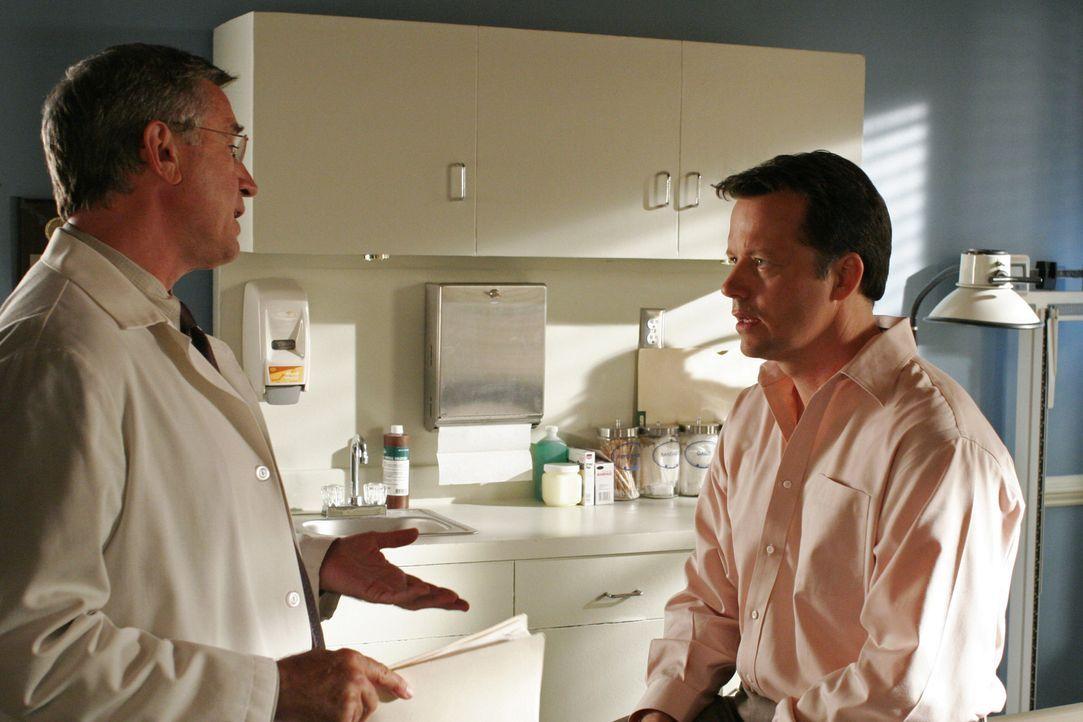 Bree und Rex (Steven Culp, r.) sind beim Arzt, da die Medikamente immer noch nicht angeschlagen haben. Rex ahnt, dass er nicht mehr lange leben wird... - Bildquelle: Touchstone Pictures